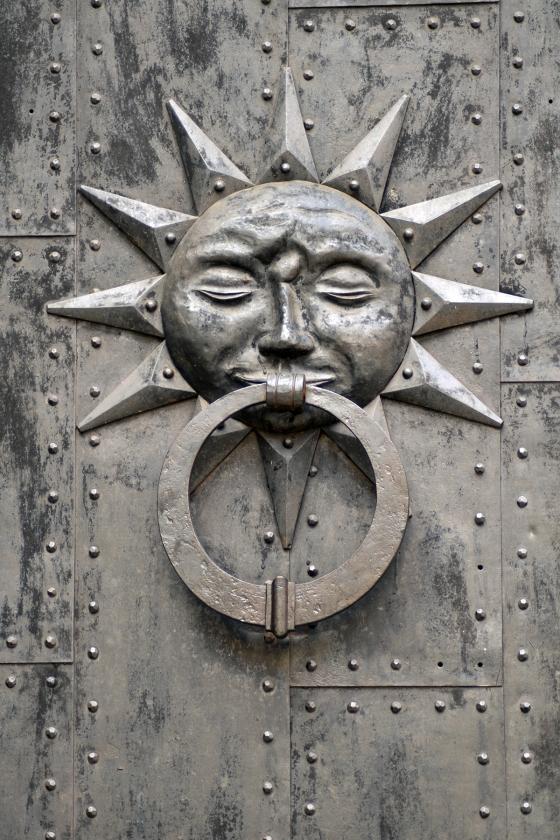 Sun-Door-Knocker