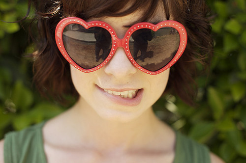 girl-happiness-hearts-love-sunglasses-Favim.com-61179