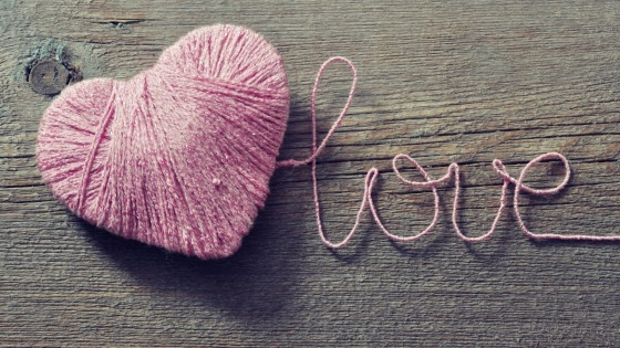 Cute-Red-Yarn-In-Shape-of-Heart-Love-Wallpaper