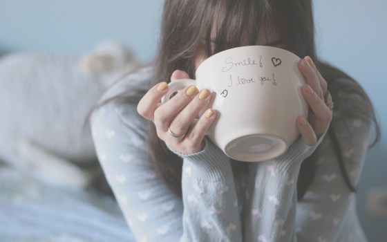 inspiringwallpapers.net-mood-girl-cup-smile-i-love-you-hearts-wallpaper-2560x1600