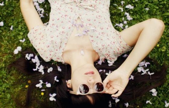 Favim.com-cherry-blossom-girl-floral-flowers-girl-grass-215869