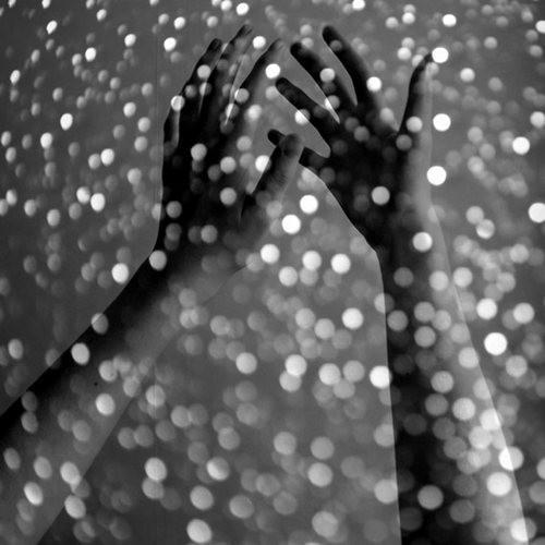 hands_in_glitter