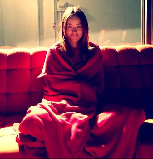 Olivia-Wilde-wrapped-herself-blanket-despite-105-degree