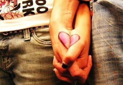 emo_holding_hands
